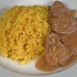 Solomillo de ternera en salsa de mostaza con arroz al curry
